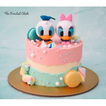 Fault line cake with Donald and Daisy Duck toppers