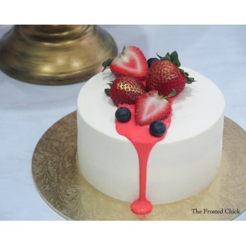 Minimalist drip with Berries (Fresh cream cake)